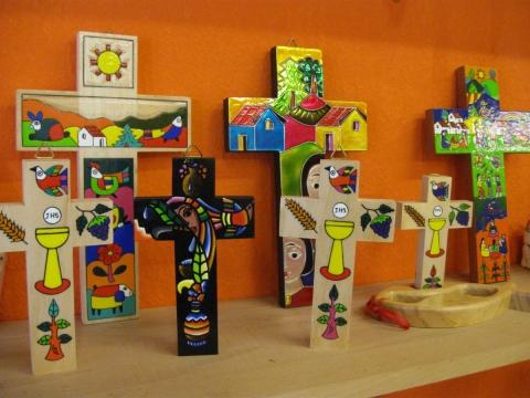 Kreuze und Holzspielzeug aus El Salvador