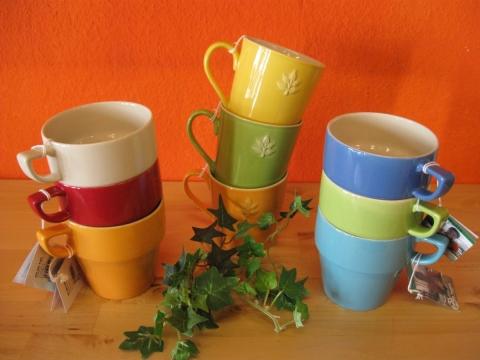 Frühjahrsaktion mit bunter Keramik aus Thailand