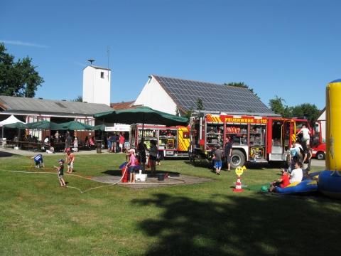 Petershausener Feuerwehr schenkt beim Sommerfest Petershausener Kaffee aus