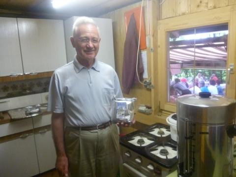 Petershausener Gartenbauverein schenkt beim Sommerfest Petershausener Kaffee aus