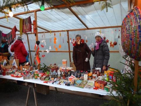 Fairkaufladen auf dem Christkindlmarkt vor St. Laurentius