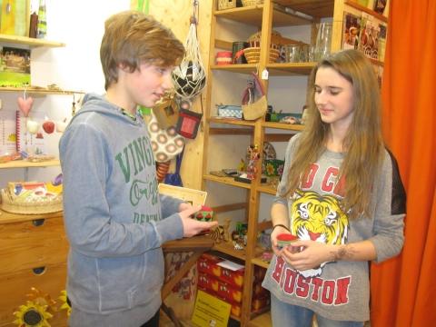 Globales Lernen und der Besuch der Konfirmanden im Fairkaufladen