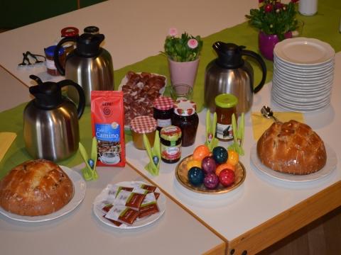 Katholische Pfarrei Petershausen feierte Osterfrühstück wieder mit fair gehandeltem Kaffee und Tee