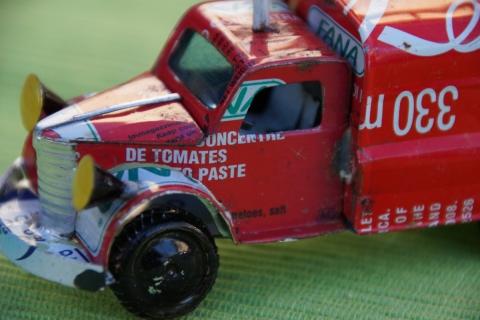 Blechautos aus Madagaskar – wie Müll zu Kunst wird