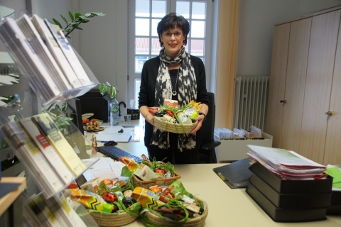 Gemeinde Petershausen verschenkt an Jubilare faire Geschenkkörbe