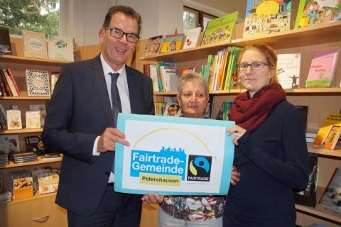 """Entwicklungsminister Gerd Müller im FAIR Handelshaus Bayern: """"Fair muss Standard werden!"""""""