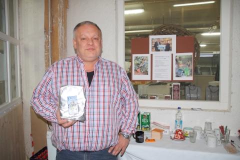 """Schreinerei Benno Huber schenkt am Tag des Schreiners ca 500 Tassen fair gehandelten """"Petershausener Kaffee"""" aus"""