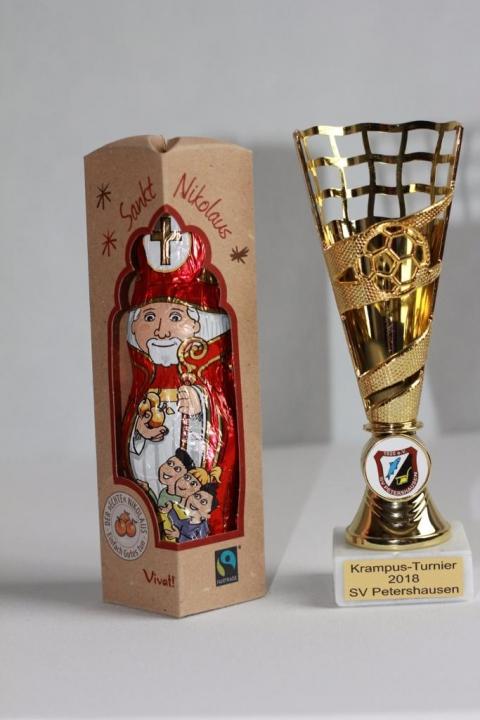 Fairplay und Fairtrade – Beim 5. Petershausener Krampus-Turnier wurden 200 faire Schoko-Nikoläuse verschenkt