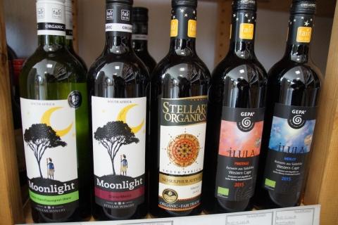 Weinprobe mit fair gehandelten Weinen