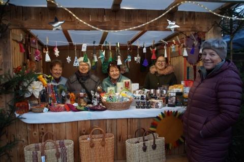Fairkaufladen beim 40. Christkindlmarkt in Petershausen