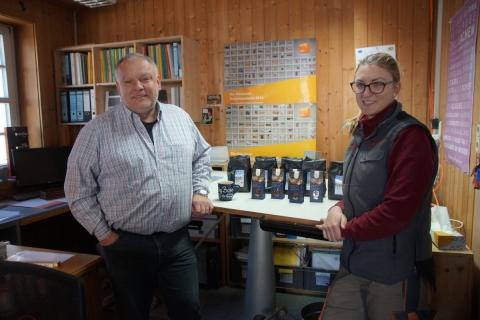 Fairbunden aus Überzeugung: Schreiner Benno Huber wirbt für Petershausener Kaffee