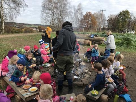 Herbstzeit ist Erntezeit – Kindergarten der Aktiven Schule auf dem Schulacker