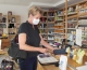 Susanne Droth, Kandidatin der Freien Wähler für den Bundestag, zu Besuch im Fairkaufladen